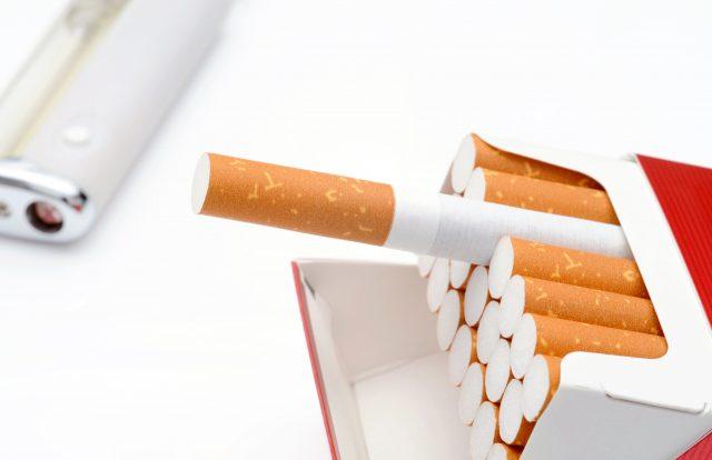 タバコを吸う人は爪水虫になりやすい傾向がある
